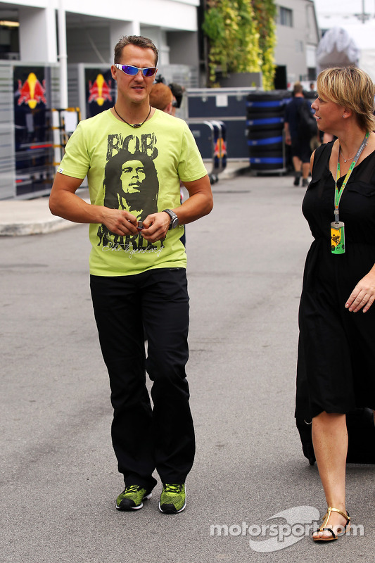 Michael Schumacher, Mercedes AMG F1 con una camiseta de Bob Marley