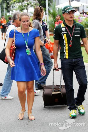 Heikki Kovalainen, Caterham con su novia Catherine Hyde