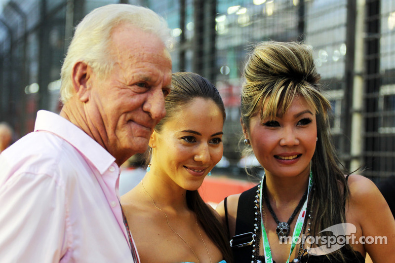 John Button, met Jessica Michibata