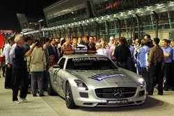 La parrilla en un minuto de silencio por Sid Watkins, ex delegado de seguridad de la FIA
