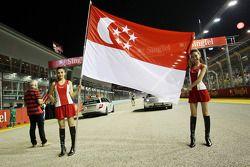 Hermosas chicas con banderas de Singapore