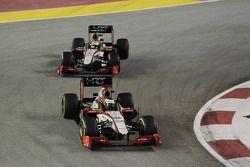 Pedro De La Rosa, HRT Formula 1 Team y Narain Karthikeyan, HRT F1 Team HRT