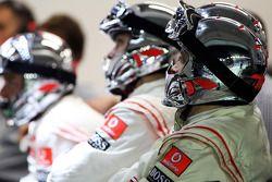 Mecánicos de McLaren ven la carrera