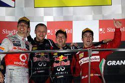 Podium: Sieger Sebastian Vettel, Red Bull Racing, 2. Jenson Button, McLaren-Mercedes, 3. Fernando Al