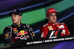 Ganador de la carrera Sebastian Vettel, Red Bull Racing, tercero Fernando Alonso, Scuderia Ferrari e