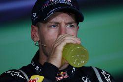Ganador de la carrera Sebastian Vettel, Red Bull Racing en la conferencia de prensa FIA