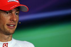 Segundo lugar Jenson Button, McLaren Mercedes en la conferencia de prensa FIA