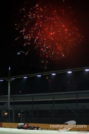 Fernando Alonso, Ferrari con fuegos artificiales en el cielo