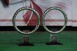 Trofeos de los ganadores para Sebastian Vettel y Red Bull Racing