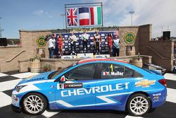 Yvan Muller, Chevrolet Cruze 1.6T, Chevrolet race winnaar, 2de plaats Robert Huff, Chevrolet Cruze 1