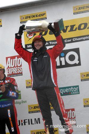 Round 23 Race Winner Gordon Shedden