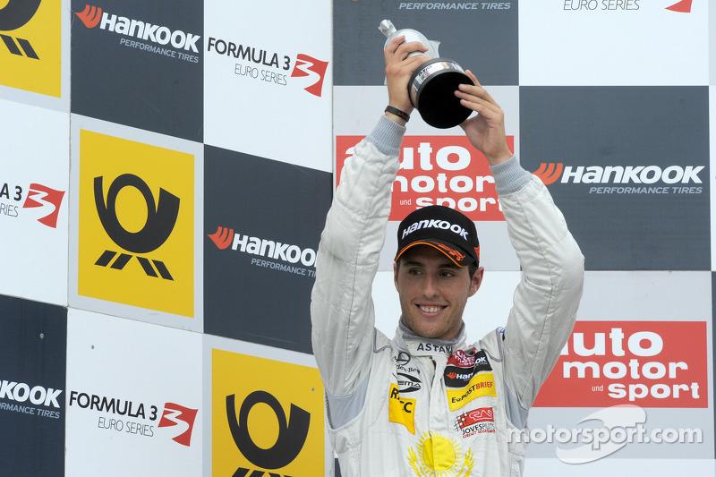 Un año después, Dani Juncadella hizo lo propio, antes de dar el salto soñado al DTM con Mercedes. Su cara en el podio lo dice todo.