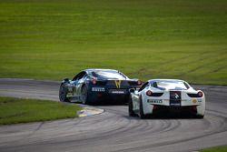#28 Ferrari of Beverly Hills 458CS: Jon Becker en #56 Ferrari of Ft Lauderdale 458CS: Jose Valera