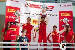 458CS podium: winnaar in klasse #56 Ferrari of Ft Lauderdale 458CS: Jose Valera, tweede plaats #28 F