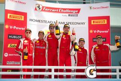 Podium viering: winnaar #24 Ferrari of Beverly Hills 458TP: Carlos Kauffmann, 2de #8 Ferrari of Ft L
