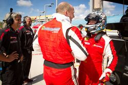 458CS pole winnaar #24 Ferrari of Beverly Hills 458TP: Carlos Kauffmann viert met 458TP pole winnaar