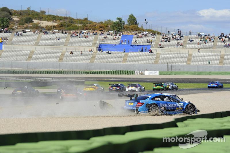 Roberto Merhi, Persson Motorsport AMG Mercedes C-Coupe; Martin Tomczyk, BMW Team RMG BMW M3 DTM