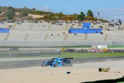 Roberto Merhi, Persson Motorsport, AMG Mercedes C-Coupe; Joey Hand, BMW Team RMG, BMW M3 DTM