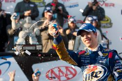 Victory lane: winnaar Brad Keselowski, Penske Racing Dodge