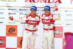GT500 podium: winnaars Masataka Yanagida, Ronnie Quintarelli