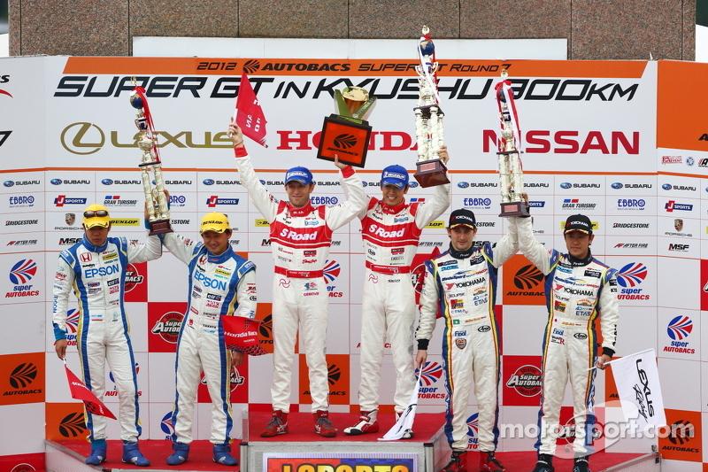 GT500 podium: winnaars Masataka Yanagida, Ronnie Quintarelli, 2de Ryo Michigami, Yuki Nakayama, 3de Seiji Ara, Andre Couto