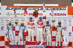 GT500 podium: winners Masataka Yanagida, Ronnie Quintarelli, second place Ryo Michigami, Yuki Nakayama, third place Seiji Ara, Andre Couto