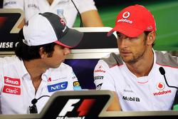 Sergio Pérez y Sauber Jenson Button, McLaren en la Conferencia de prensa FIA