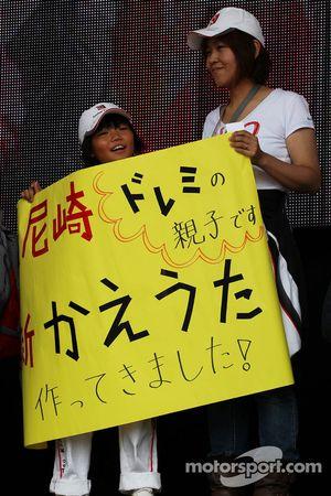 Suzuka kutlama yapıyor its 50th Anniversary fans' merchandise area