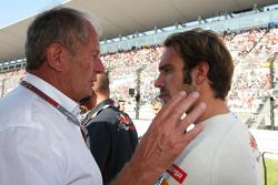 Dr Helmut Marko, Red Bull Motorsport Consultant with Jean-Eric Vergne, Scuderia Toro Rosso on the gr