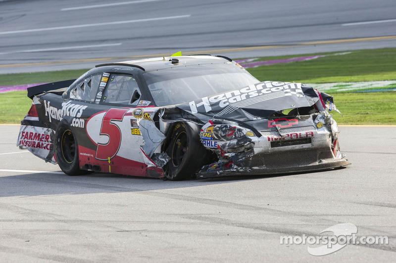 Kasey Kahne, Hendrick Motorsports Chevrolet limps back to the pits
