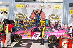 Victory lane: il vincitore Matt Kenseth, Roush Fenway Racing Ford