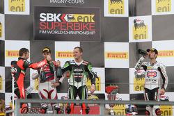 Podium : le vainqueur Tom Sykes, le deuxième Jonathan Rea, le troisième Sylvain Guintoli et le Champion du monde 2012 Max Biaggi