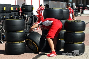 Ferrari mechanic with Pirelli tyres