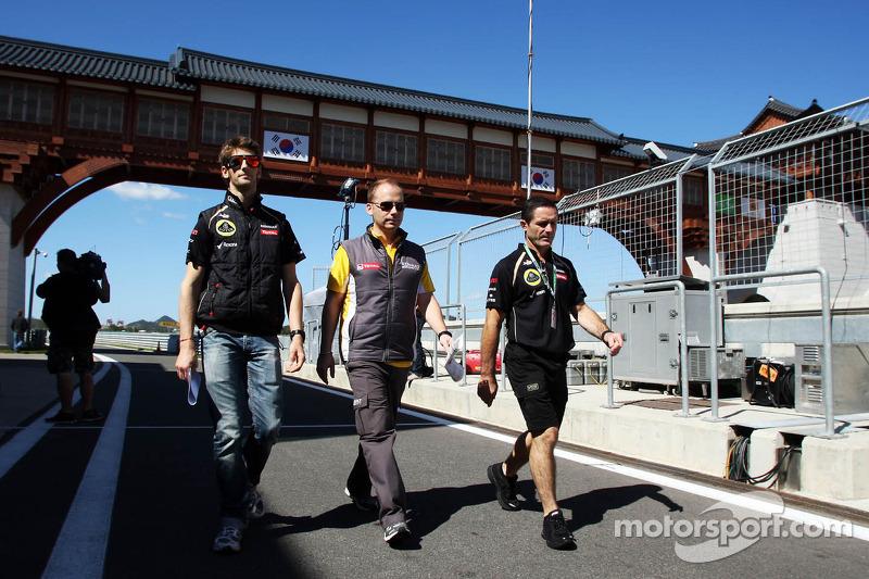 Romain Grosjean, Lotus F1 Team wandelt op het circuit