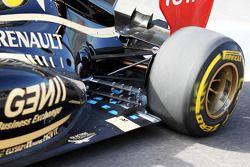 Detalle del escape y la suspensión trasera del Lotus F1 de Kimi Raikkonen