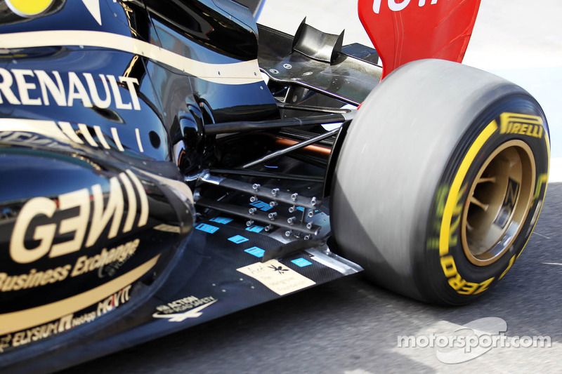 Kimi Raikkonen, Lotus F1 exhaust and rear suspension detail
