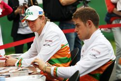 Nico Hulkenberg, Sahara Force India F1 and Paul di Resta, Sahara Force India F1 sign autographs for