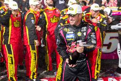 Victory lane: winner Clint Bowyer, Michael Waltrip Racing Toyota