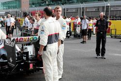 Adrian Newey, Red Bull Racing Chief Technical Officer takes a look at the Sauber on the grid