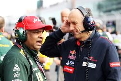 Tony Fernandes, Caterham Team Principal with Franz Tost, Scuderia Toro Rosso Team Principal on the g