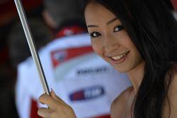Una chica Ducati