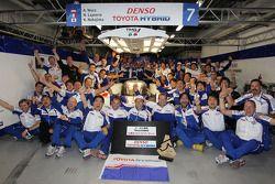 Toyota Racing viert overwinning