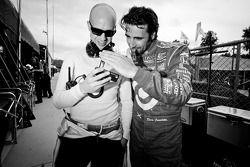 Marino Franchitti en Dario Franchitti bekijken sprong Felix Baumgartner