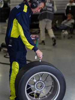 Felbermayr crew inspecting worn tires