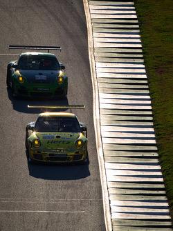 #11 JDX Racing Porsche 911 GT3 Cup: Chris Cumming, Michael Valiante, #34 Green Hornet Racing Porsche