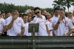 Los miembros del equipo San Carlo Gresini Honda rinden homenaje a Marco Simoncelli