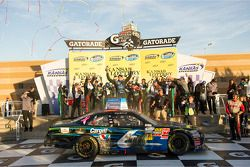 Victory lane: winnaar Ricky Stenhouse Jr.