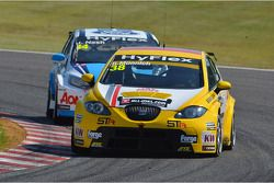 René Muennich, SEAT Leon WTCC, Special Tuning Racing and James Nash, Ford Focus S2000 TC, Team Aon