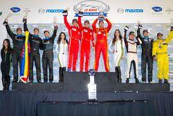 GTC podium: winnaars in klasse Henrique Cisneros, Mario Farnbacher, Jakub Giermaziak, 2de Spencer Pu
