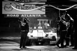 Pit stop for #6 Muscle Milk Pickett Racing HPD ARX-03a Honda: Lucas Luhr, Klaus Graf, Romain Dumas